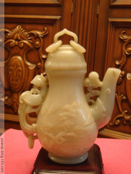 《凤柄龙流山水纹玉壶》(图文原创) - 靰鞡草 - 靰鞡草的博客
