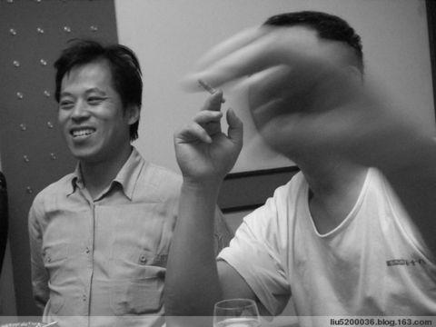 与威海的朋友书法家张晓东[右]贾文[左]小聚.