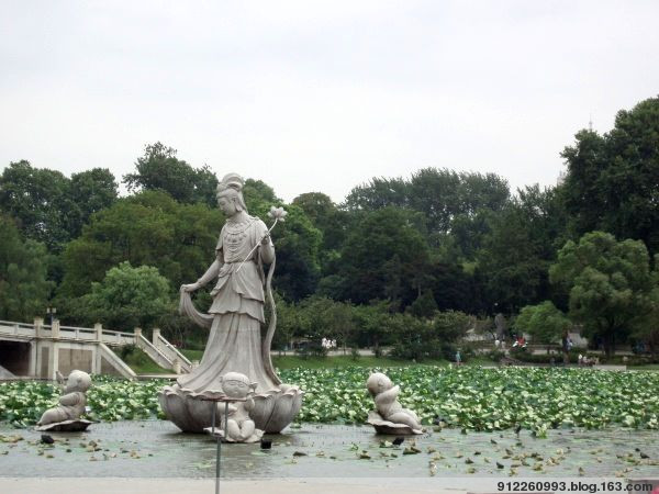 玄武湖 - 知足常乐 - 开心老妈没事儿偷着乐