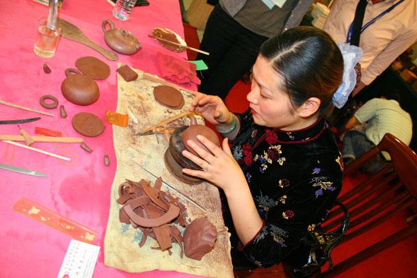 造就紫沙魅影的工艺表演 - 中华遗产 - 《中华遗产》