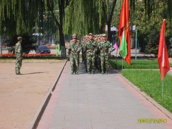 十月四日参观武警8621部队图片