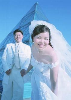 2007年10月23日●套着牙套能照结婚照吗?