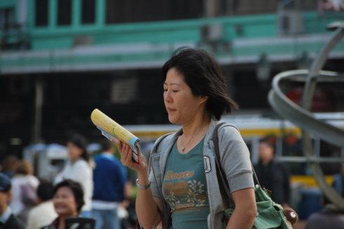 偷拍:行走在澳门街头的人 - 行走40国 - 行走40国的博客