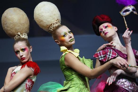 """伦敦""""另类发型秀""""雷人开场,头顶上的时尚奇想(组图) - 刻薄嘴 - 刻薄嘴的网易博客:看世界"""