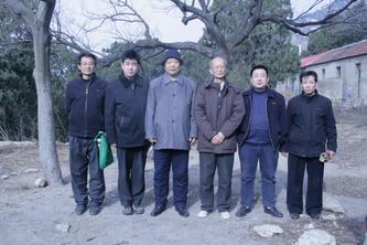 袁明英等人考察小无字碑(2009、2、4)