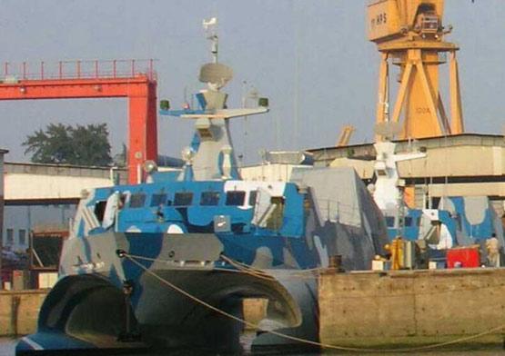图文:建造完毕的022导弹艇准备交付海军