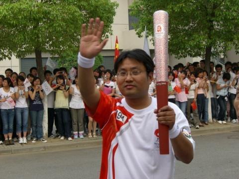 远东火炬手朱长标激情传递圣火 - 远东蒋锡培 - 远东蒋锡培