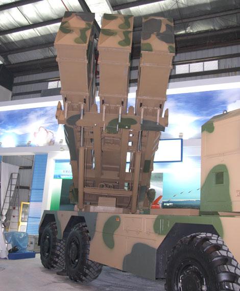 动态远程火箭炮发射图片_解放军最新远程火箭炮发射70发炮弹全部命中