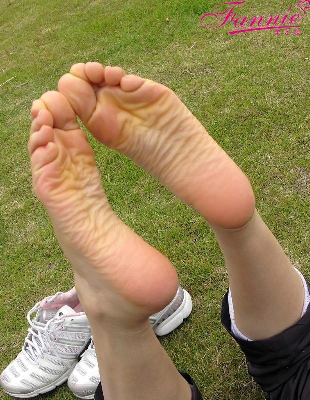 == 享受冬日的阳光 == 续 - 喜欢光脚丫的夏天 - 喜欢光脚丫的夏天