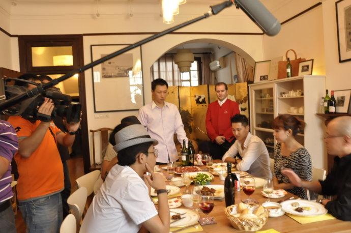 浙江卫视《爽食赢天下》节目10月18日周一21:21播出 - 和研礼仪文化 - 卢浩研--美食美酒无国界