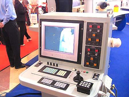 图文:国产OT-3光电跟踪仪操作台