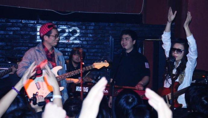 2010年3月24日D22林业大学专场 无乐队作为嘉宾助阵 - 南无乐队 - 南无乐队的博客