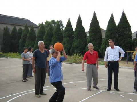 我镇举行退休教师趣味运动会 - 先行者 - 先行者的足迹