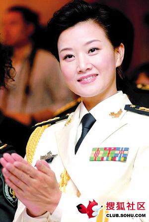 见识下,那些佩戴将星军衔的中国明星们 - 哥们干杯! -