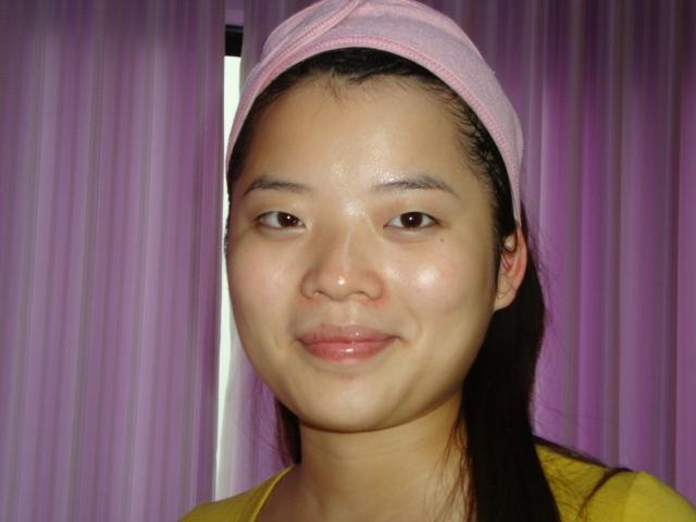 脸部皮肤护理中 美女们 快来看看完美玛丽艳黑泥面膜脸...