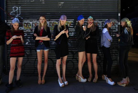 探视纽约时装周秀场后台景象(组图) - 刻薄嘴 - 刻薄嘴的网易博客:看世界