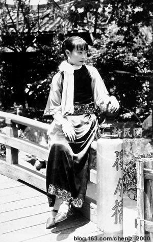 看江青的旧照和听她唱的歌 - 一叔公 -                 .