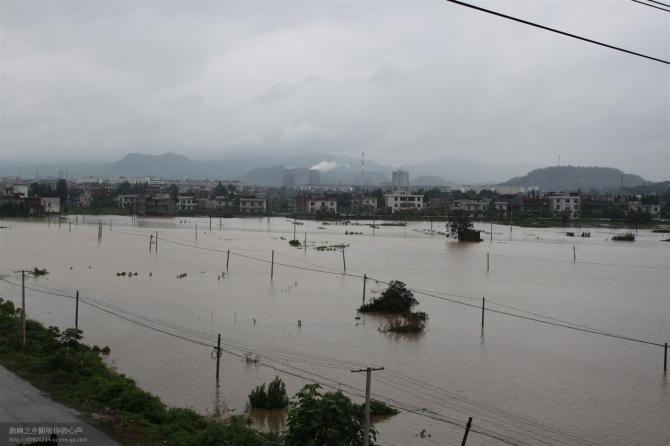 江西萍乡遭遇特大洪水 城市内涝36万人受灾