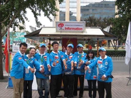 [报道]2009年10月7日崇文门国庆志愿者宣传活动 - 北京之家 - 北京红十字造干志愿者之家