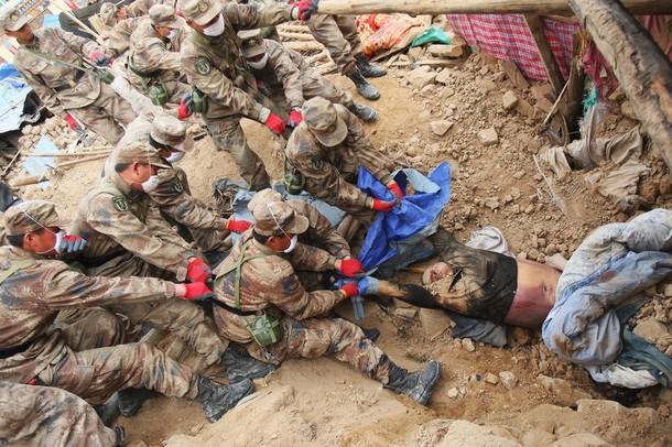 玉树地震中的一组图片,为逝去的同胞们祈福! - 匆匆过客九龙山 - 匆匆过客九龙山