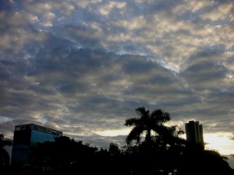 梦幻的天空(原创) - 木头人 - sampson827的博客