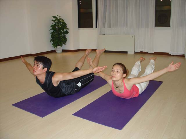 散步不如在家里练练;瑜伽26式真人演示版图片(转载) - 难得糊涂 - 难得糊涂 的博客