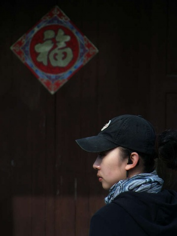 龙门古镇中的美女 - 清扬 - 花果飘香