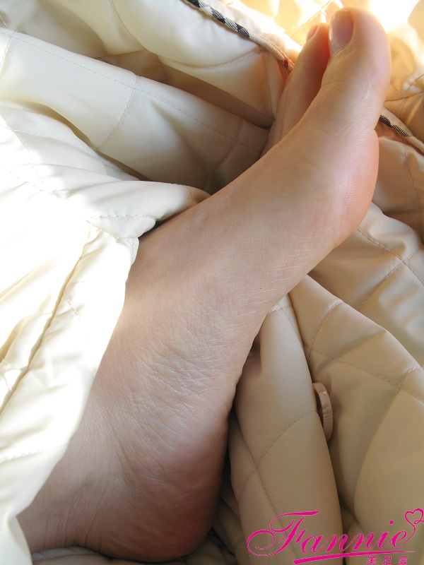 == 趾间嫣然。孤独 == - 喜欢光脚丫的夏天 - 喜欢光脚丫的夏天