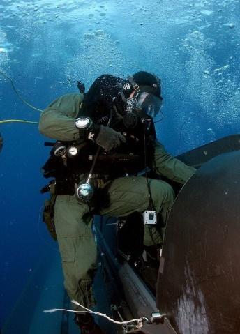 军人图片----水下出舱训练 - 披着军装的野狼 - 披着军装的野狼