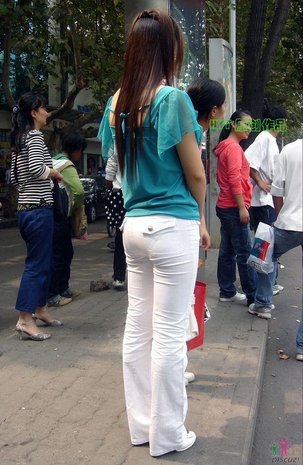 绿衣白裤翘臀 - 00 -