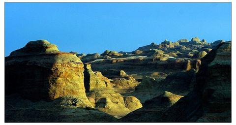 奇异多彩的魔鬼城  - 新疆大刘 - 去那遥远的地方——新疆大刘博客