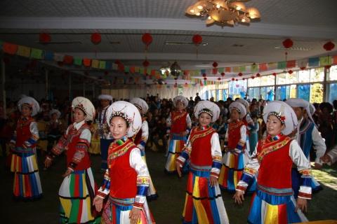 吴靖平与藏族同胞欢度藏历土牛新年 - 王老师 - 尔苏藏族文化