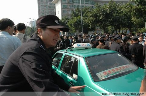 广州出租车白云区维权(现场组图) - 溜溜球 - 溜溜球的博客
