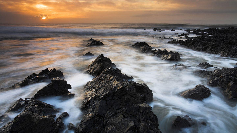 海边的礁石摄影图 山水风景图片