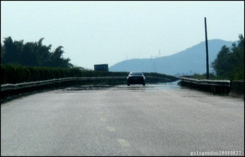 驰骋高速公路 体验海市蜃楼-路人@行者