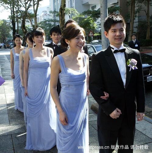 王泉仁母亲吕安妮为此婚礼到夏姿治装,王永庆三房李宝珠也现身v母亲情趣用品店淘宝卖的图片