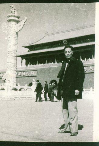 1956年,卓然给刘胡兰形象定像 - 於菟牧者 - 卓然書畫資料庫