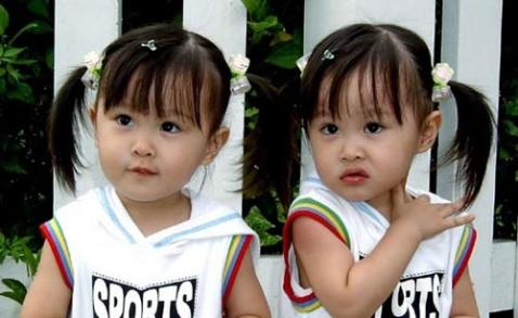 双胞胎小美女幸福生活照超漂漂图