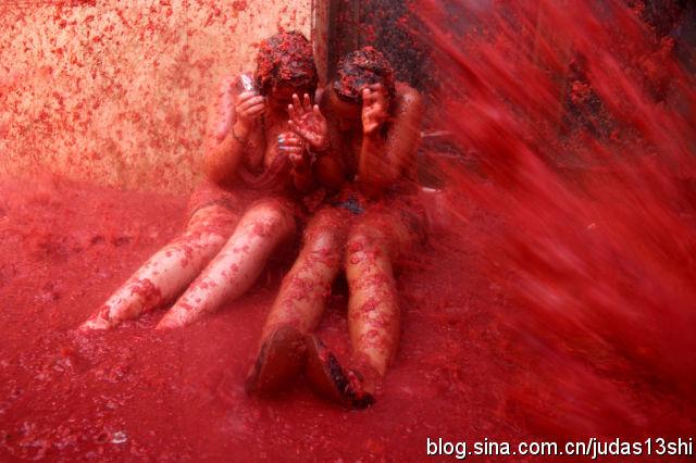 """西班牙传统""""番茄大战"""",万人狂投百吨西红柿(组图) - 刻薄嘴 - 刻薄嘴的网易博客:看世界"""