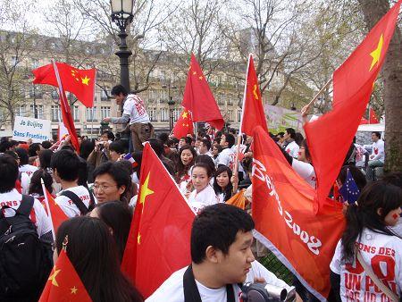 转:巴黎华人支持北京奥运,反西方媒体不公(图) - 红豆杉 - 树