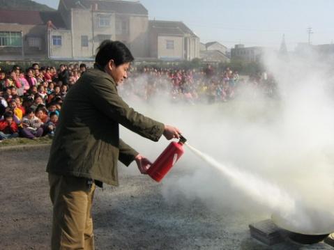 我校开展逃生、消防演练 - 先行者 - 先行者的足迹