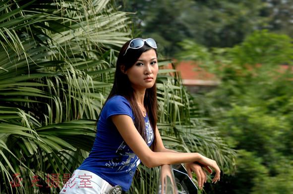 (原创)'西模中国'美女在四川龙泉湖 之三 - 高山长风 - 亚夫旅游摄影博客