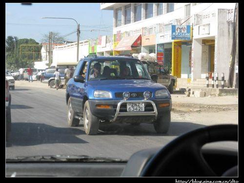 号牌.各国大使馆的车都是绿色牌照.   桑岛汽车租赁公司的车.高清图片