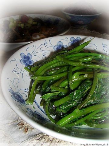 引用 养生私房菜: 红枣木耳金针蒸鸡,蕃薯藤,紫米饭 - s220088 - 紫水晶