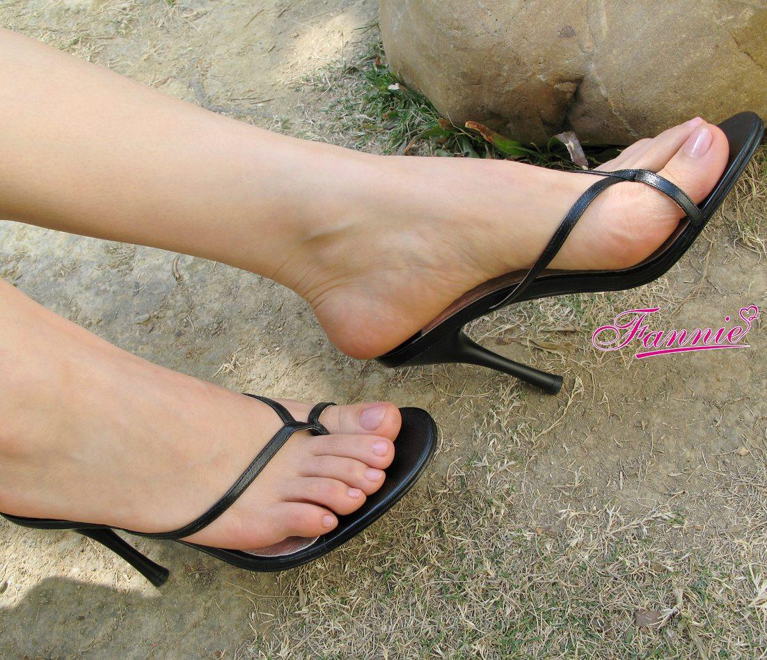 【极致高跟魅惑】 == 冬日。一地碎阳 ==《二》 - 喜欢光脚丫的夏天 - 喜欢光脚丫的夏天