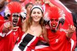 图文-特立尼达球迷展示风采看台版美女与野兽