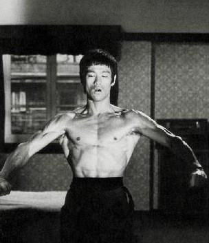 怎样练出李小龙一样的前锯肌使自己拳力大增?