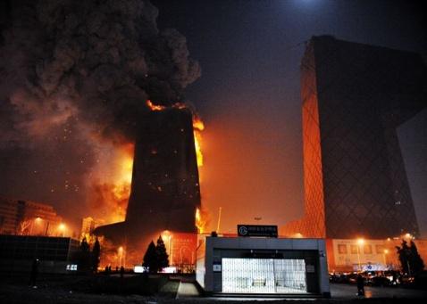 组图:我在CCTV新址火灾现场 - 潘石屹 - 潘石屹的博客