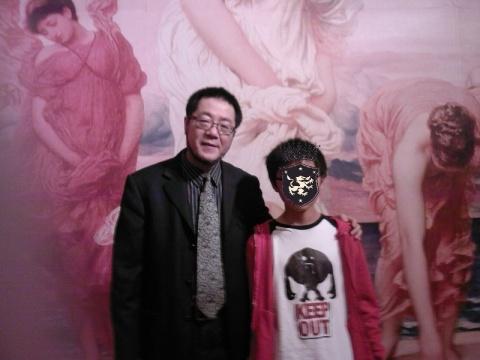 """""""今天,我和广东美术馆馆长合了张影。""""  - 蓝桑的画中话 - 画中话"""