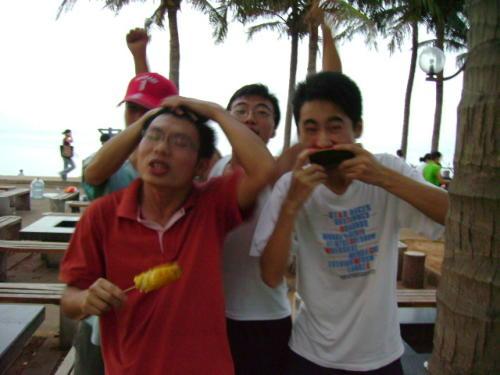 假日海滩的pose - 罗玉树 - 用文字打败时间。